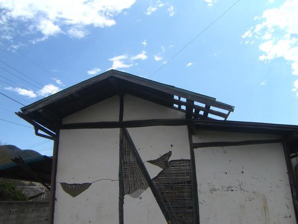風で壊れた屋根